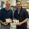 Cursisten bedrijfsbeheer tonen doosjes met vegetarische maaltijden