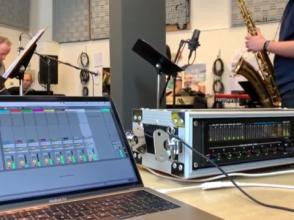 volwassen leerling muziekproductie Academie Ekeren