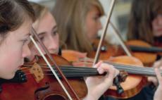 Leerlingen van het Deeltijds Kunstonderwijs Antwerpen spelen viool