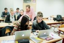 Oudere leerlingen aan het werk