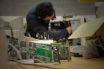 cursist repareert computer