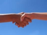 elkaar de hand schudden