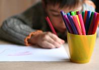 Leerling aan het kleuren