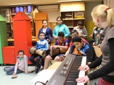 groep kinderen muziceert