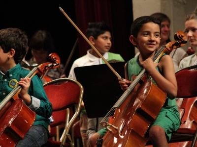 kinderen van de Academie Deurne spelen cello