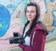 Een meisje met een fototoestel.